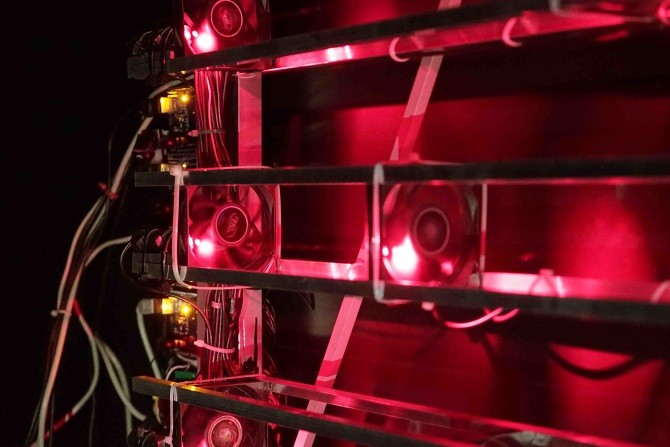 Autonomous machine makes music with 7 lasers and 42 fans 3